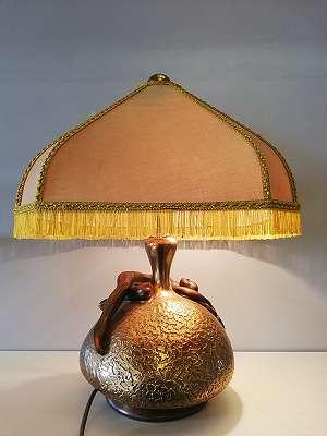 Tischlampe mit Aktfigur