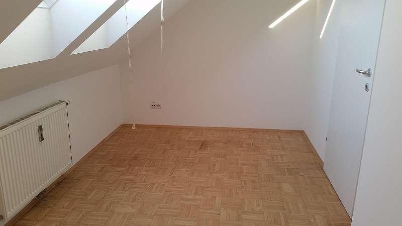 Sonnige 3 Zimmer Wohnung mit Balkon in Eggenberg. Ideal für WG.