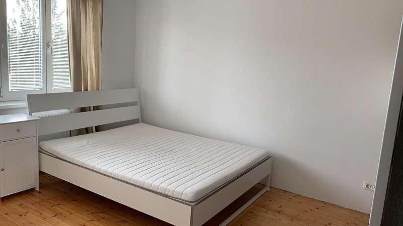 Schlafzimmer möbliert