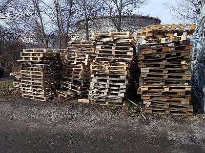 *gratis* alte Paletten als Brennholz