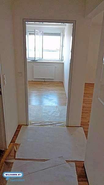 Blick vom Vorraum ins Schlafzimmer