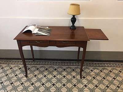 Schreibtisch. Gratis Versand