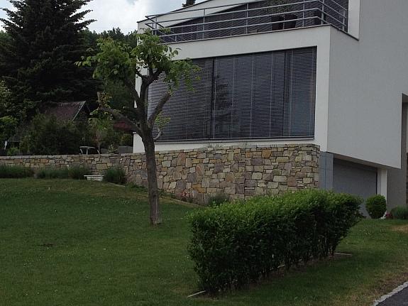 natursteine trockenmauer trockenmauersteine blockstufen steinplatten 180 1230 wien. Black Bedroom Furniture Sets. Home Design Ideas