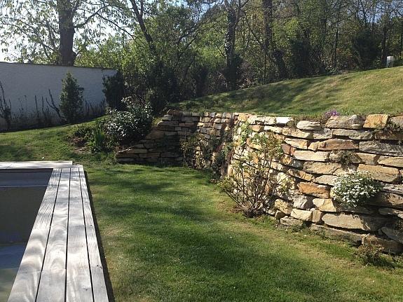 natursteine trockenmauer trockenmauersteine blockstufen. Black Bedroom Furniture Sets. Home Design Ideas