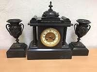 Alte Französische Kaminuhr (1870 bis 1900) mit 2 Beisteller