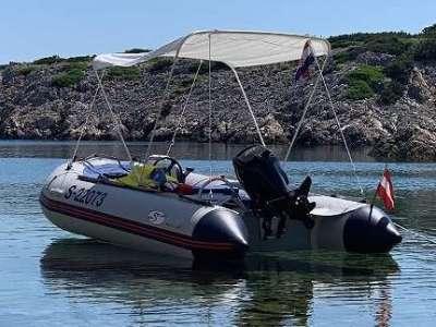 Schlauchboot mit Anhänger Lenkung und 20 PS 4-Takt Mercury