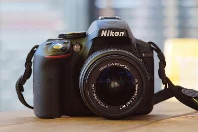 Nikon D 5300 mit Objektiv