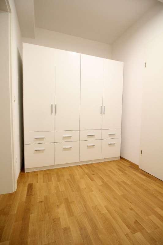 Schrankzimmer/Durchgangszimmer ins Bad oben