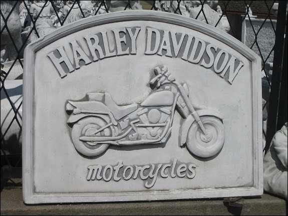 """Bild Harley Davidson Motorrad Biker Wandbild massiv 44 cm hoch neu - Dietersdorf - Neues Wandbild mit Schriftzug """"Harley Davidson"""" und Motorrad ca. 44 cm hoch und 15 kg schwer wurde erhaben gearbeitet inkl. Aufhängvorrichtung ein außergewöhnliches Geschenk für jeden Harley Davidson Fan Oberfläche weiß-grau patiniert  - Dietersdorf"""