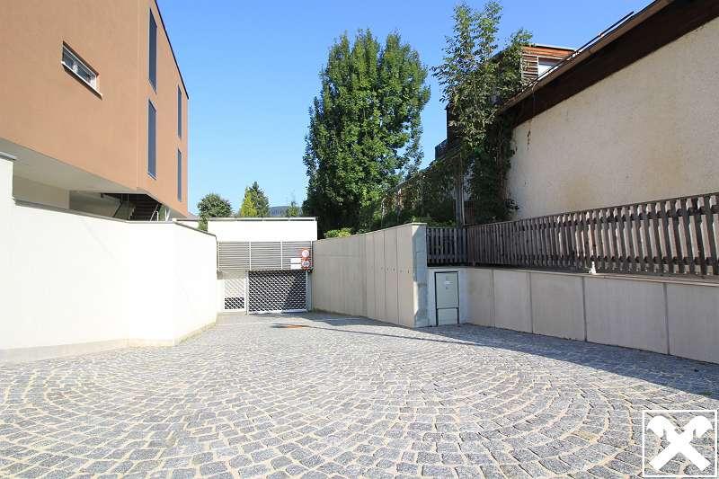Bild 1 von 2 - Zufahrt Garage
