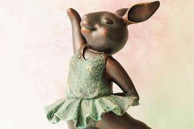 BESONDERS GENIAL! Große Hasenballerina im wunderbaren Vintage-Design Bronzelike Figur Skulptur Deko Geschenk Ballett Oper Musik Hase Kaninchen Büste Deko Geschenk