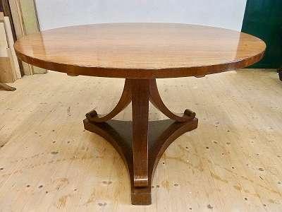 BIEDERMEIER TISCH um 1830/35, mahagoni furniert, klappbare Platte, Durchmesser 125 cm, gepflegt
