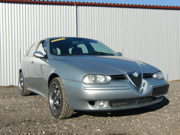 Alfa Romeo 156 SW 1 - Sasendorf - Alfa Romeo 156 SW 1,9 JTD BJ. 03.2002 Hubraum 1910 ccm 85 KW Alfa Romeo 156 SW 2,0 16V BJ.09.2001 Hubraum 2,0 ccm 115PS Karosserieteile in allen Farben sind geschlachtet !!! Wir haben noch viele andere Alfa Teile auf Lager . Unsere Öffnungsze - Sasendorf