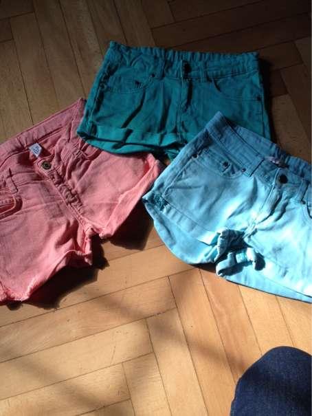 Shorts 140-146 - Graz - Shorts blau und grün 146.Lachsfarbene Shorts 140.Wenig getragen, da meine Tochter extrem schnell gewachsen ist!bei Kauf von mehreren ist es billiger.Auch per Post! - Graz