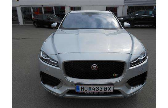 used jaguar f pace of 2016 13 000 km at 86 900. Black Bedroom Furniture Sets. Home Design Ideas