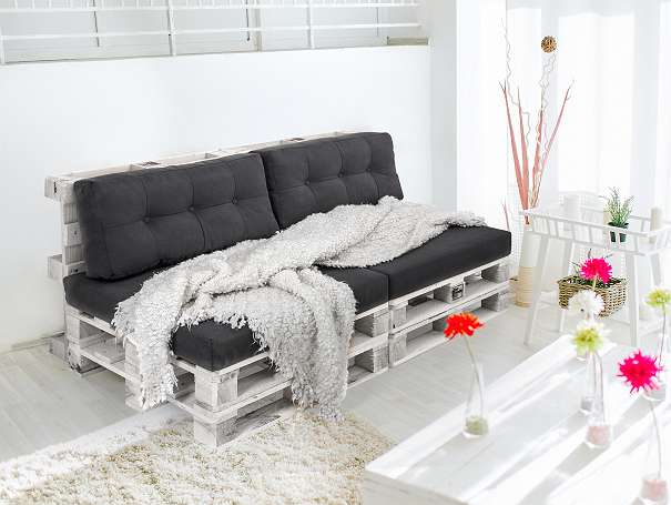 gartenm bel aus paletten palettenm bel palettensofa 299. Black Bedroom Furniture Sets. Home Design Ideas