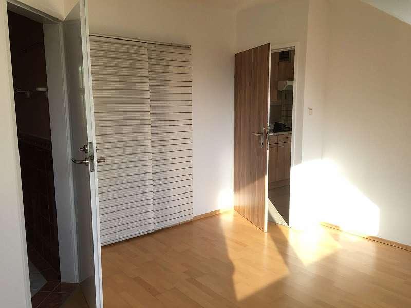 helle ruhige 2 zimmer wohnung provisionsfrei 40 m. Black Bedroom Furniture Sets. Home Design Ideas