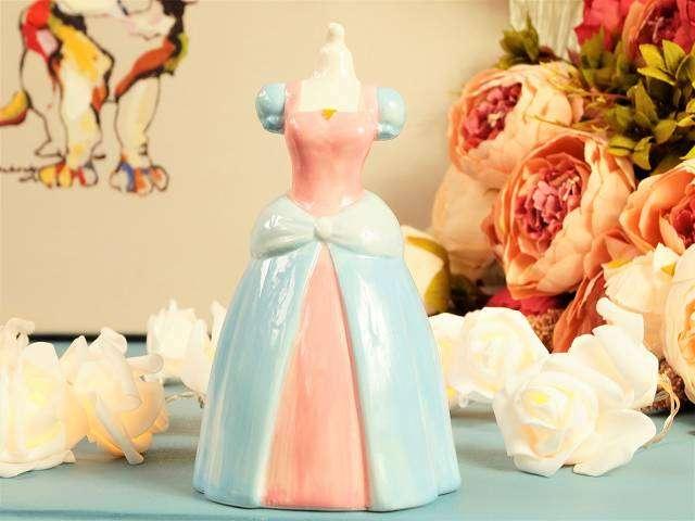 BE A PRINCESS! Geniale Sparkasse in Form eines Prinzessinnenkleids – ca. 15,5 cm Sparbüchse Spardose Prinzessin Diva Girly Queen Princess