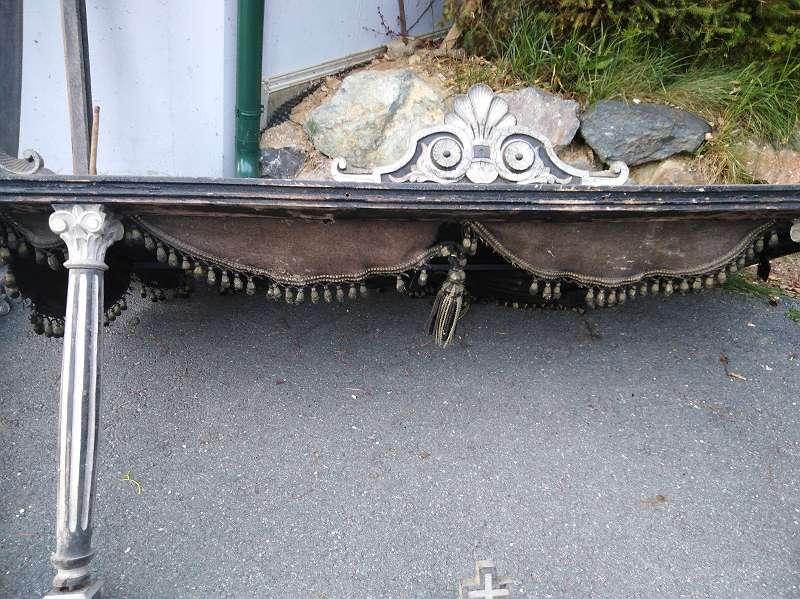 Sehr seltener antiker Leichenwagen Aufbau, Begräbniskutsche, für Pferdekutsche, Buchen. -/ Ulmen. -/ Lindenholz geschnitzt-gefasst versilbert, korinthische Kapitelle, ORIGINALZUSTAND, um 1880