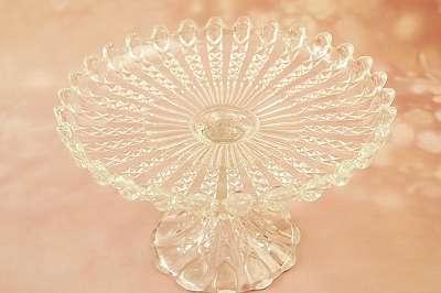 Alte, geniale Glasetagere für Gebäck oder Obst Nüsse, Knabbergebäck Zuckerl etc. Centrepiece Centerpiece Schale mit Fuß Schüssel Tisch Tafel Stand Teller