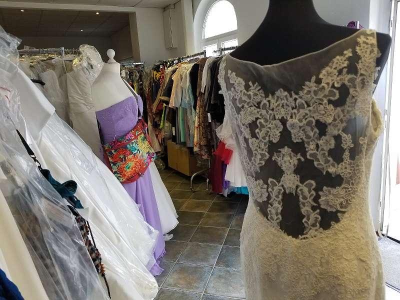 brautkleid brautkleider neu original designer kleider sonderpreise Ball und Brautmoden Hanzlik