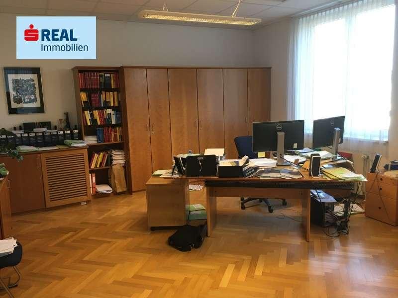 Bild 1 von 7 - Headquartier1