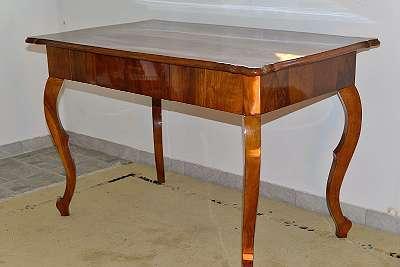 zierlicher original Biedermeiertisch , Esstisch, Schreibtisch, Tisch mit Lade top restauriert