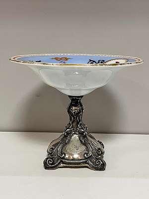 Historismus Tafelaufsatzschale aus Glas mit Silberfuß