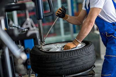 Reifen-montage-wuchten-wechseln-montieren
