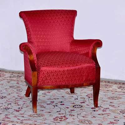 zierlicher Fauteuil im Biedermeierstil, rot, top restauriert,