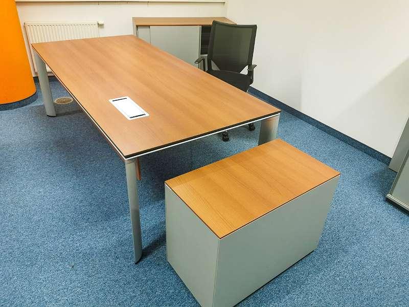 40 Stück HALI - Schreibtische - Büromöbelabverkauf!, € 90