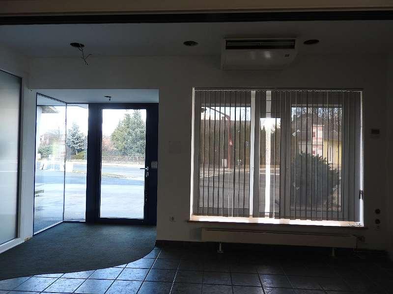 Eingangsbereich,große Schaufenster/Werbeflächen