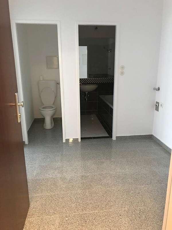 zentral begehbare 3 Zimmer Wohnung Provisionsfrei!
