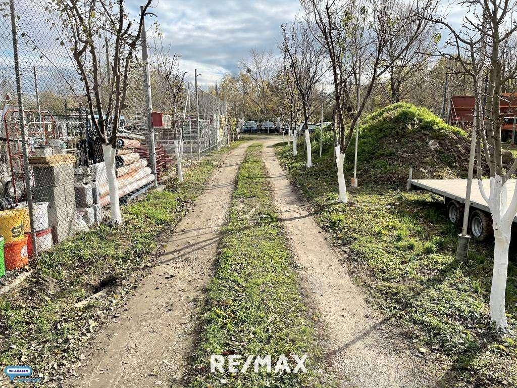 Bild 1 von 9 - Einfahrt