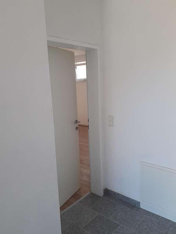Bild 1 von 10 - Wohnungseingang - im Vorraum Granitfliesen