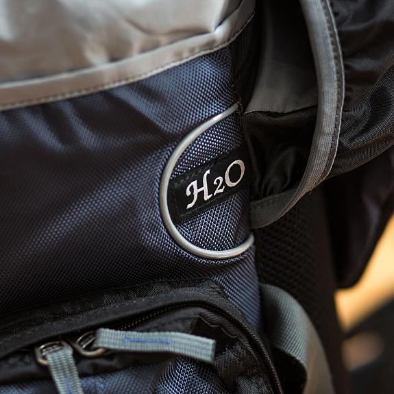 Ausgang für Trinksystem beim Tour Bag 50 von outdoorer
