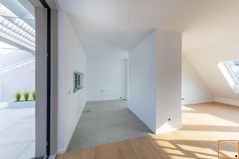 Bild 1 von 10 - Wohn-Essbereich mit Blick auf Terrasse