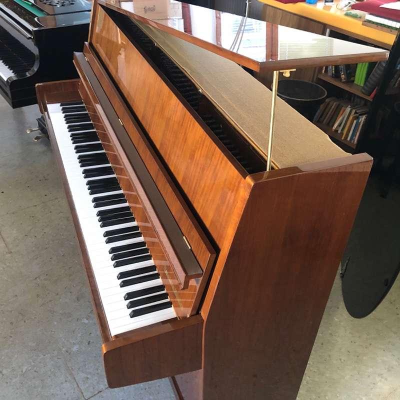 Grotrian-Steinweg Piano 113 nussbraun in erstklassigem Zustand mit Garantie (statt 5400. -) 4900. -