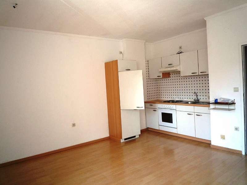 Bild 1 von 4 - Wohnraum mit Küchenblock
