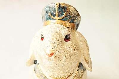 Handbemalter Hase im Vintagelook aus Kunstharz als Matrose Seemann Kapitän Maritim Marine See Meer Ostern Kaninchen Garten Deko Geschenk Shabby