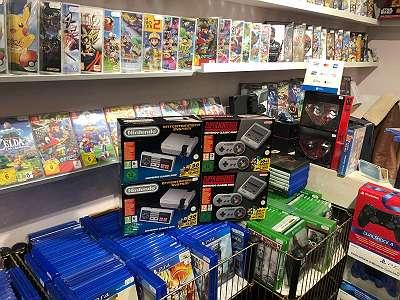 Firma Play Hero! Super Nintessic Mini gebraucht Und NES Mini Neu 150?!