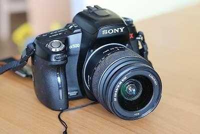 Sony Alpha 500 mit Objektiv