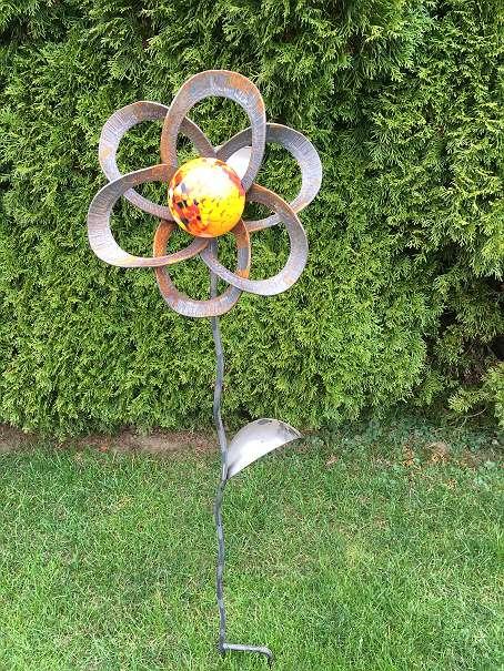 Gartenstecker blume mit glaskugel rost 45 5141 for Rost gartenstecker