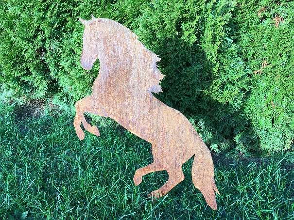 Tiere aus metall gartendeko springendes pferd rostig for Tiere aus metall gartendeko