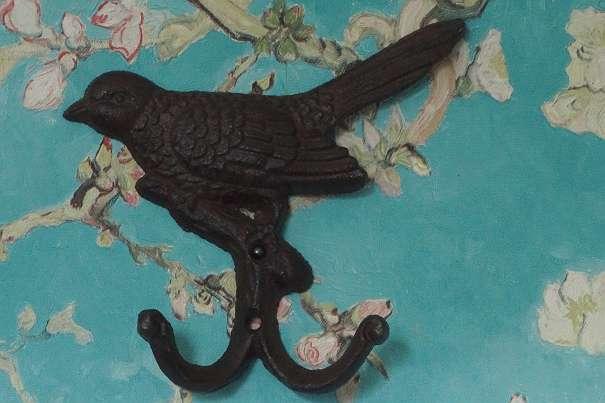 2er Haken Aus Eisen Entzückendes Vogel Relief Gußeisen