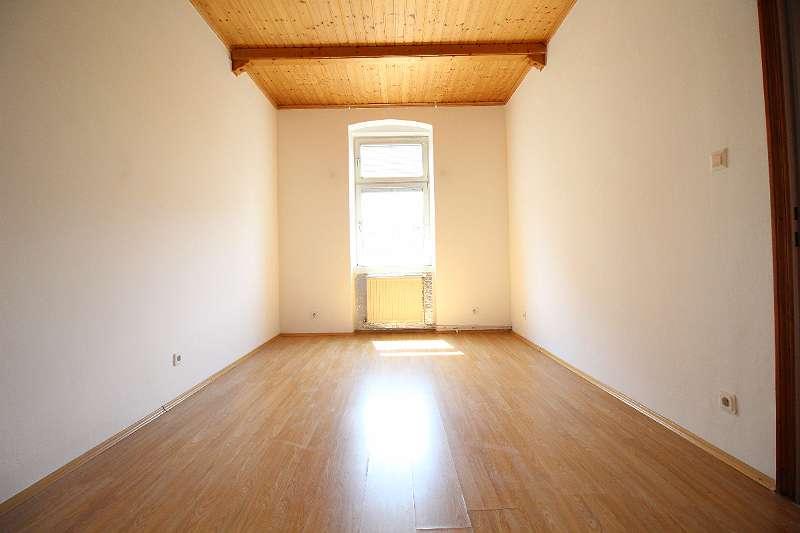 Schmäleres Zimmer WE1