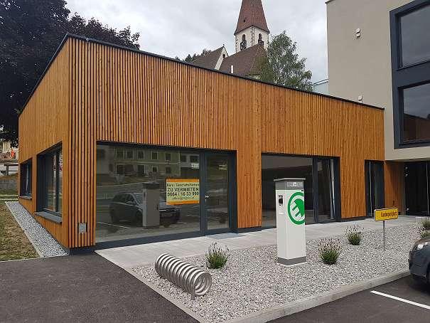 Geschäftsfläche + Parkplätze