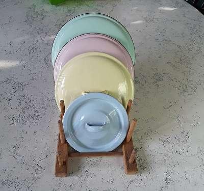 Vintage vier seltene Pastellfärbige Email/ Emaille Deckel schöne Dekostücke für Küche Garten Blumen usw. Antik/ Retro/ Vintage/ Nostalgie/ Shaby Chic/ Landhaus,