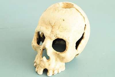 Totenkopf - Kerzenständer aus Gusseisen | Helloween Denker Grusel Horror Skelett Gespenst Monster Deko Herbst Schädel Kopf