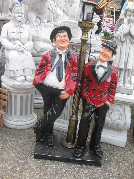 dick und doof oliver hardy stan laurel 110 cm deko figur. Black Bedroom Furniture Sets. Home Design Ideas